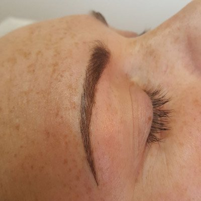 A cllient having undergone permanent cosmetics eyebrows